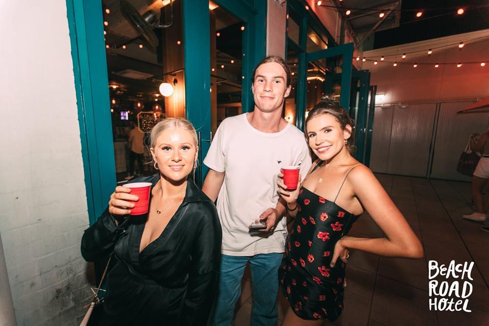 REDDS CUPS   BEACH ROAD HOTEL BONDI   285ML MINIS